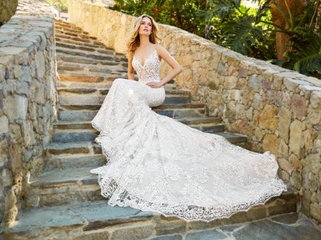 https://radhedesigner.com/images/thumbs/0041210_wedding-gowns_450.jpeg